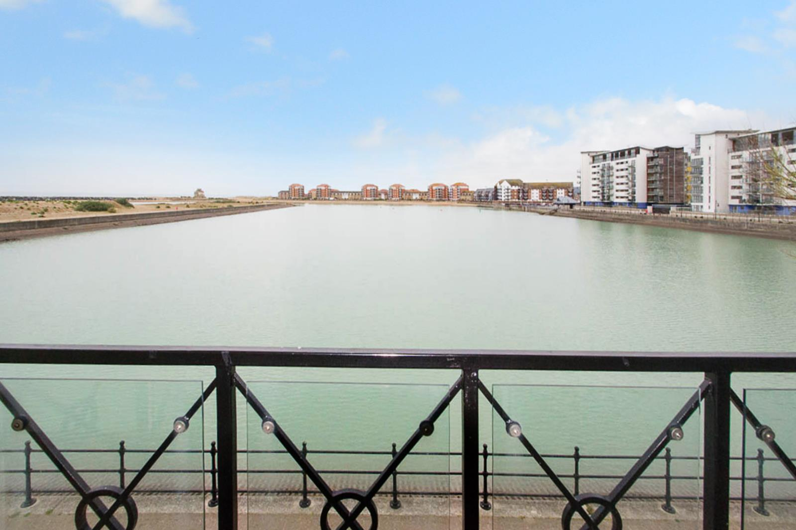 2 Bedrooms Flat for sale in Macquarie Quay, Eastbourne